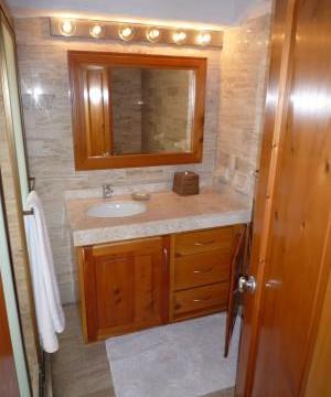 Guest-Bed---Bath~~element6